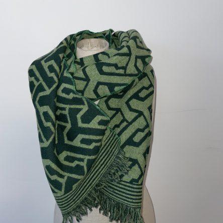 selbstgenähter grüner Schal