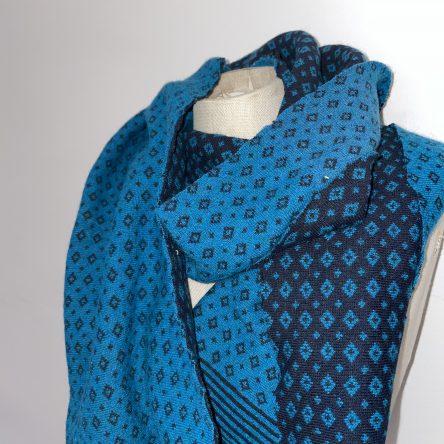 selbstgenähter türkiser Schal