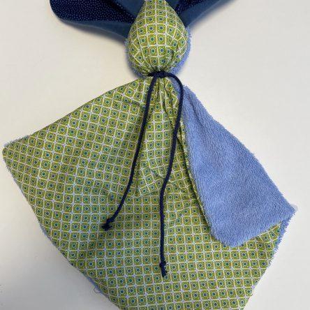 Schmusehase 35x35cm, grün/blau
